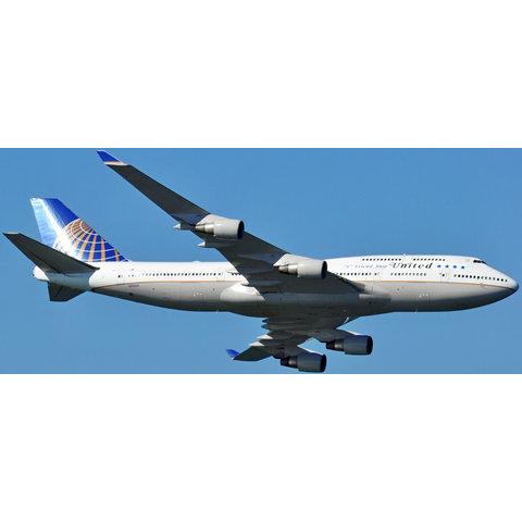B747-400 United NC10 747 Friendship Final Flight N121UA flaps down 1:200 with stand