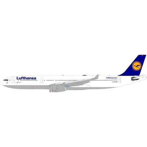 A330-300 Lufthansa D-AIKJ 1:200 with Stand**o/p**