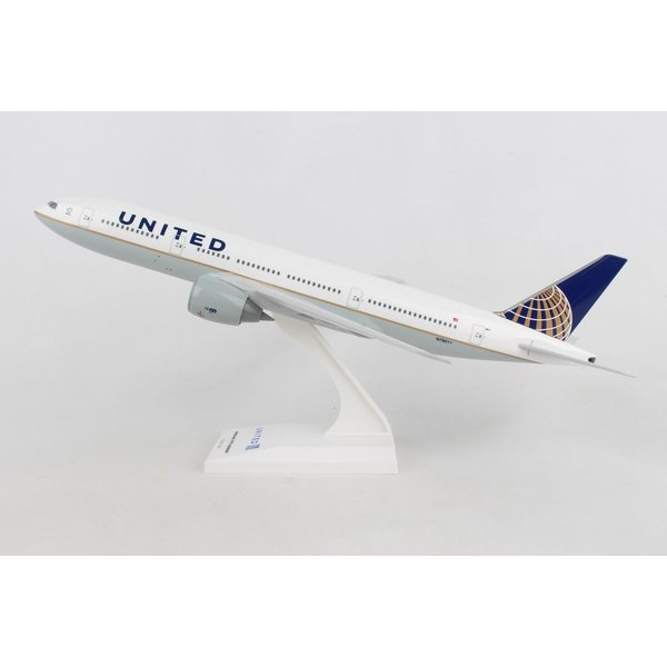 SkyMarks B777-200 United 2010 livery 1:200 with stand