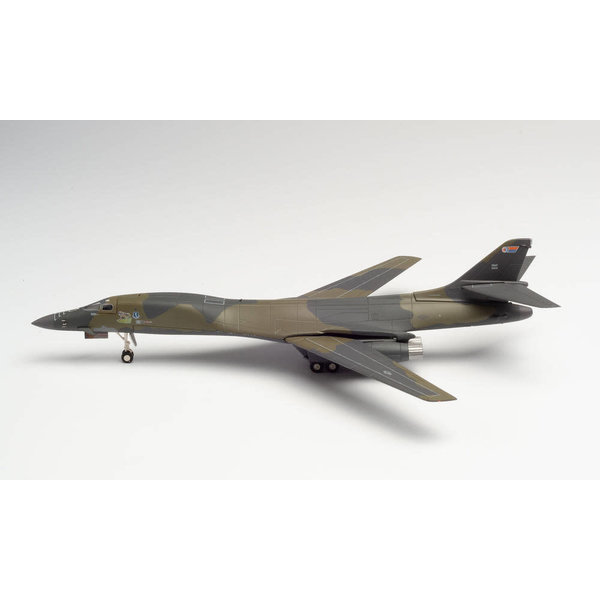 Herpa B1B Lancer 46BS 319 BW Wolfhounds 1:200