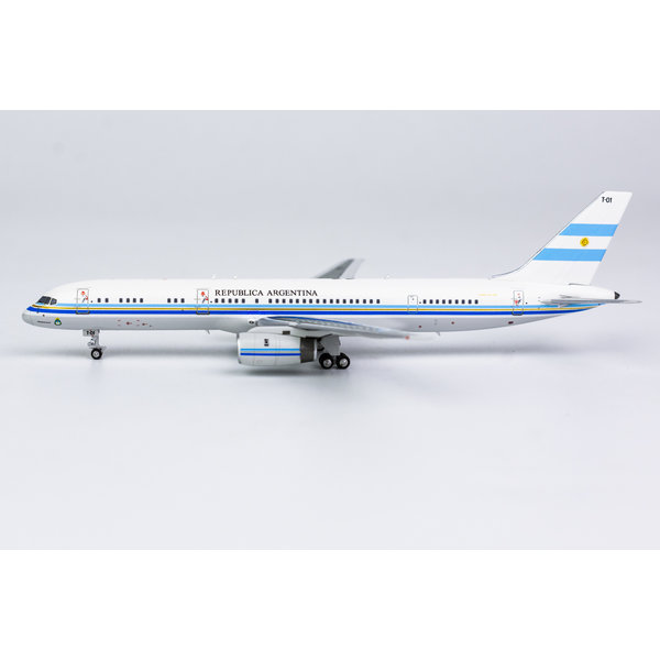 NG Models B757-200 Fuerza Aerea Argentina T-01 1:400