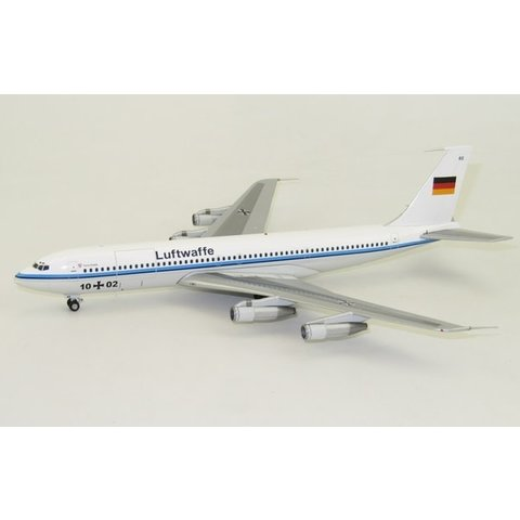 B707-300 Luftwaffe German Air Force 10+02 1:200 with stand