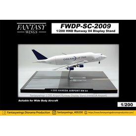 JC Wings Tokyo Haneda HND Airport Runway 04 display stand 1:200