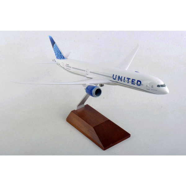 SkyMarks B787-10 Dreamliner United 2019 livery 1:200 with wood stand