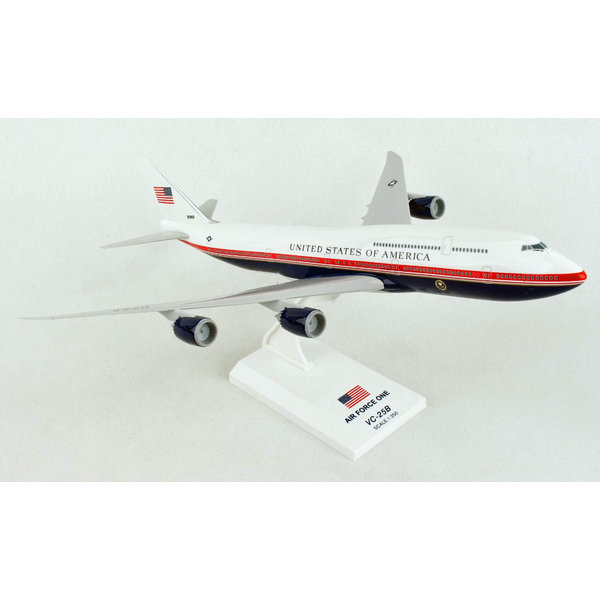 SkyMarks B747-8 VC-25B (B747-8i) Air Force One 30000 1:250 with stand
