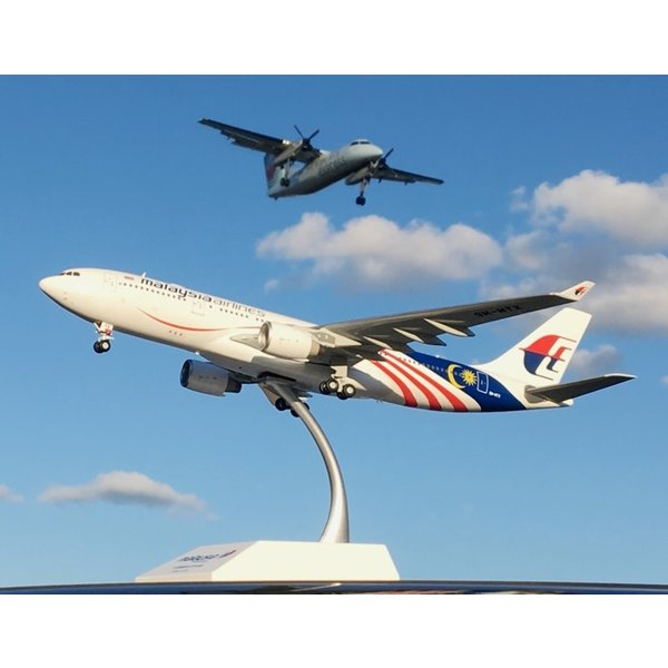 JC Wings A330-200 Malaysia Negaraku Livery 9M-MTZ 1:200 with stand