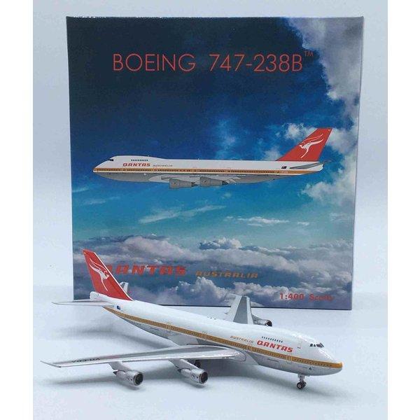 Phoenix B747-200 QANTAS old livery VH-EBA 1:400 polished