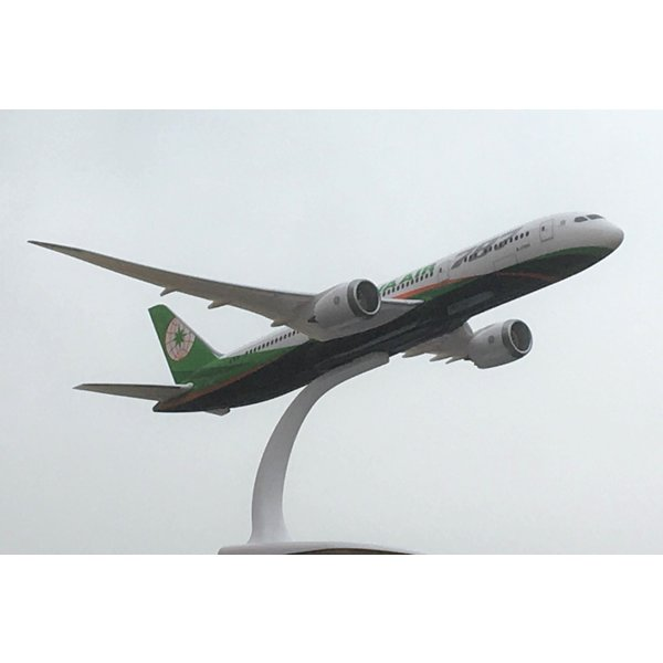 PPC Models B787-9 Dreamliner EVA Air B-17881 1:200 with stand