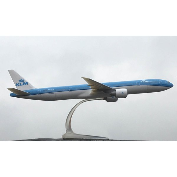 PPC Models B777-300ER KLM 2014 livery 1:200 with stand