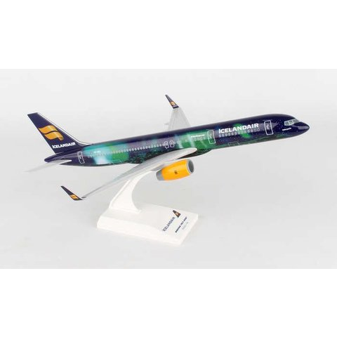 B757-200 Icelandair Hekla Aurora TF-FIU 1:150 with stand (no gear)