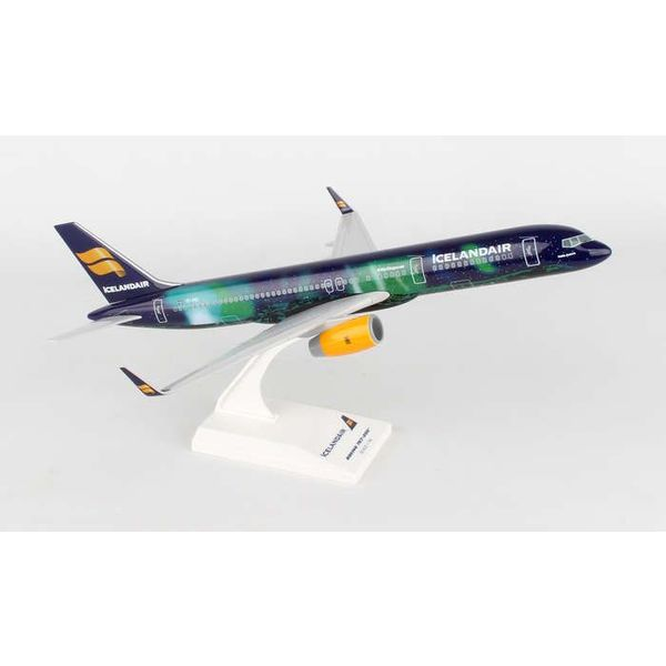 SkyMarks B757-200 Icelandair Hekla Aurora TF-FIU 1:150 with stand (no gear)