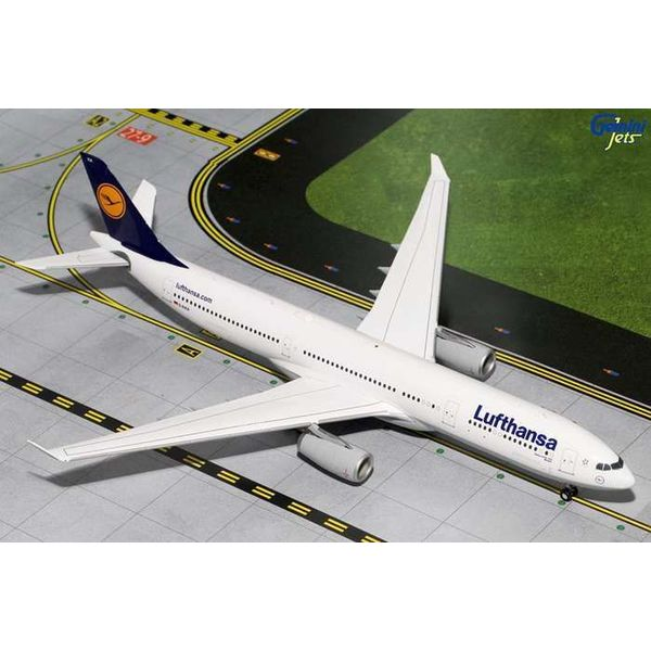 Gemini Jets A330-300 Lufthansa D-AIKA 1:200 with stand