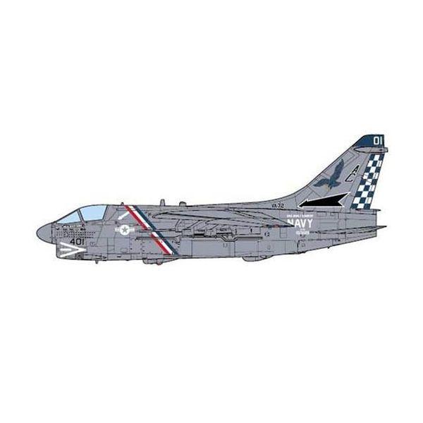 JC Wings A7E Corsair II VA72 Blue Hawks US Navy AC-401 1:72 (no stand)