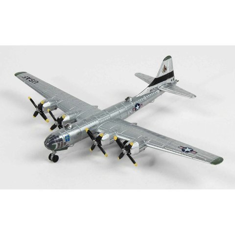 B29 Superfortress Raz'N Hell 28BS,19BG,97BW USAAF 1:300 with stand