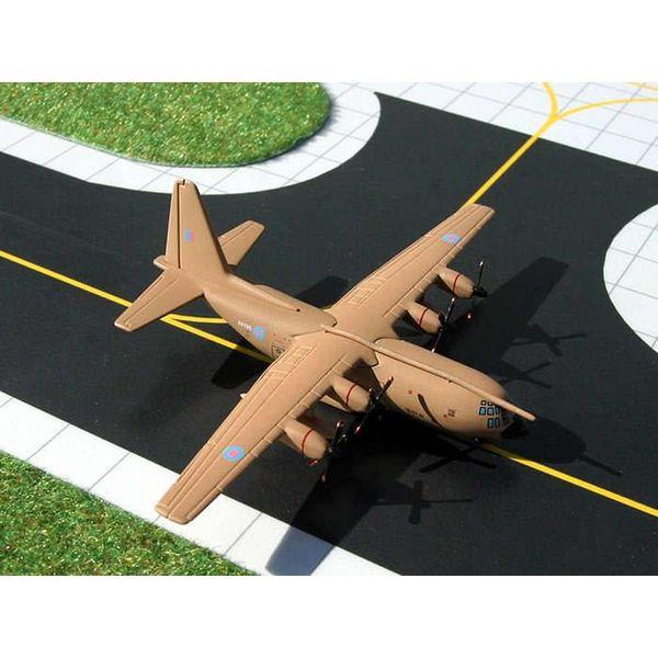 Gemini Jets Hercules C1P C130K Royal Air Force XV196 Desert Tan Pink 1:400 with refuelling boom