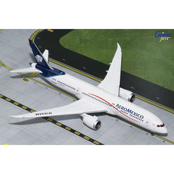 Gemini Jets B787-9 Aeromexico blue / white N183AM 1:200 with stand