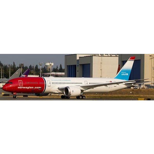 JC Wings B787-9 Dreamliner Norwegian UNICEF G-CKLZ 1:200 with Stand