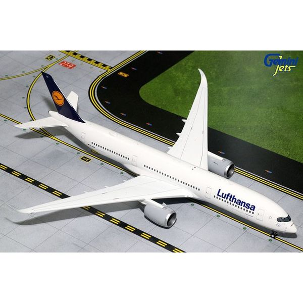 Gemini Jets A350-900 Lufthansa D-AIXA 1:200 with stand