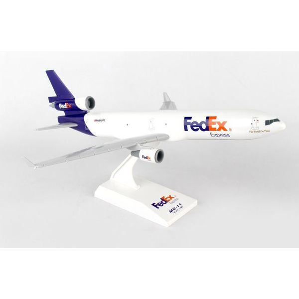 SkyMarks MD11F Fedex Express 1:200 with stand