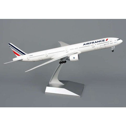 B777-300ER Air France 1:200 With stand + gear