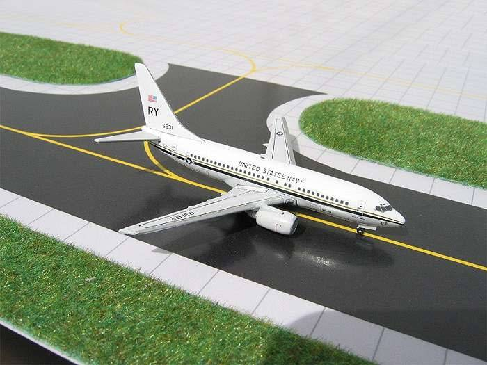 Gemini Jets C40 (B737-377)US NAVY 1:400 W/Squadron patch