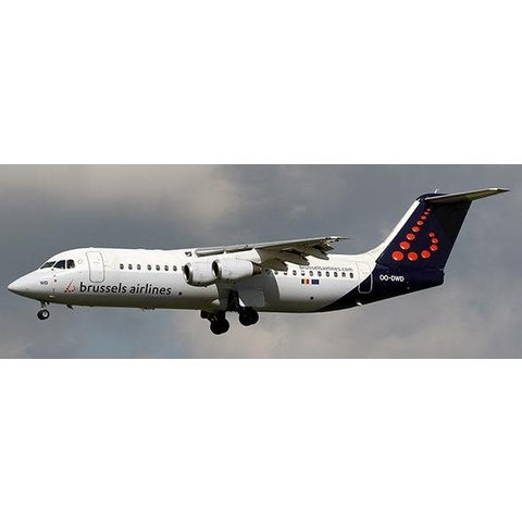 RJ100 Brussels Airlines Farewell Avro OO-DWD 1:200 with stand