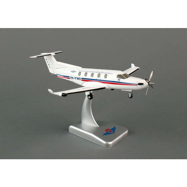 Hogan PC12 Royal Australia Flying Doctor VH-YWO 1:150 with stand