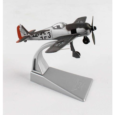 FW190A-F8 II./SG2 5 Staffel Black 3 Eugen Lorcher 1:72 with stand