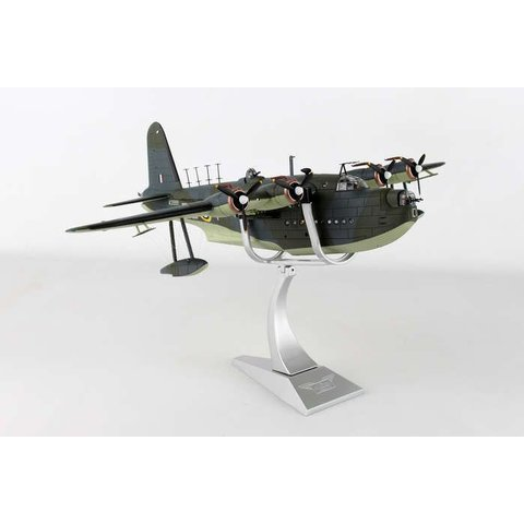 Sunderland MKII 10 Squadron RAAF RAF Mountbatten, Plymouth Sound 1942 camo RB-Y W3999 1:72 with stand+NSI+
