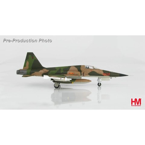 F5E TIGER II 935 FR VPAF 1970S, RED 3528 73-00867 1:72 (1 of 3)