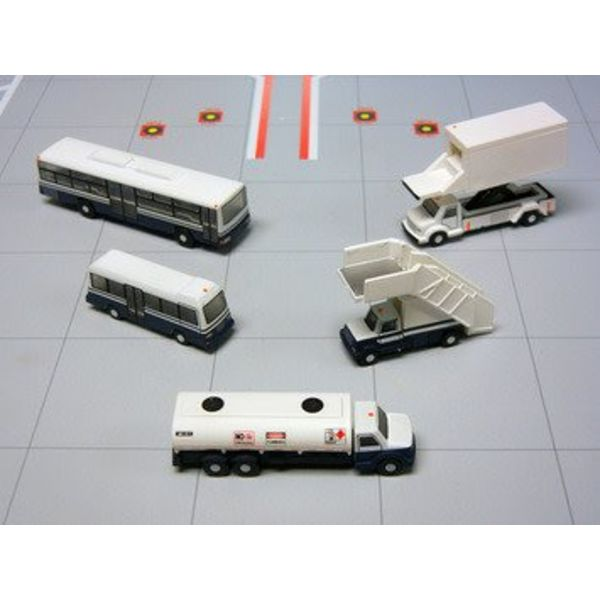 Gemini Jets Airport Service Vehicles 1:200 (2 x Buses, Catering Truck, Airstairs, Fuel Truck Bowser)