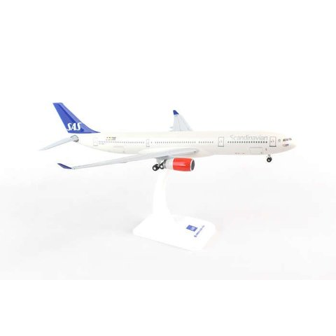 A330-300 SAS OY-KBN 1:200 with gear + stand