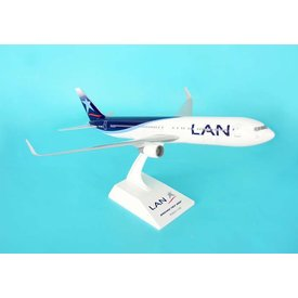 SkyMarks B767-300 LAN 1:150 with gear +stand