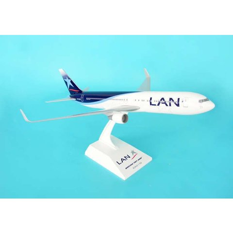 B767-300 LAN 1:150 with gear +stand