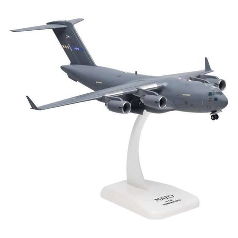 C17A Globemaster III NATO Papa Air Base 1:200 with gear+ stand