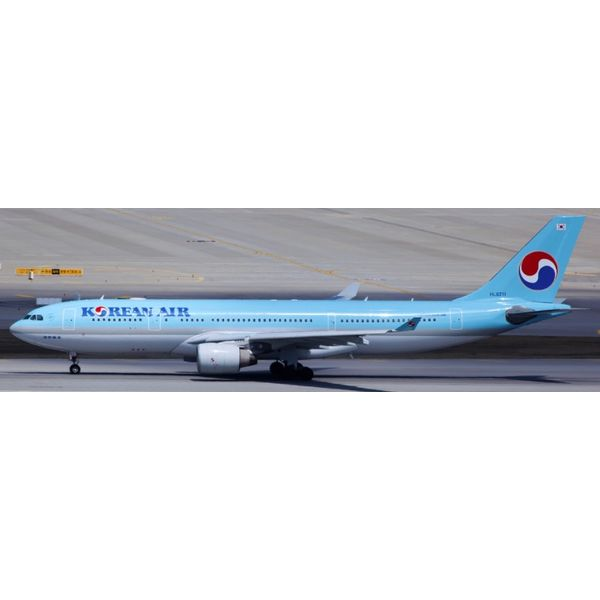 JC Wings A330-200 Korean Air HL-8211 1:200 with stand