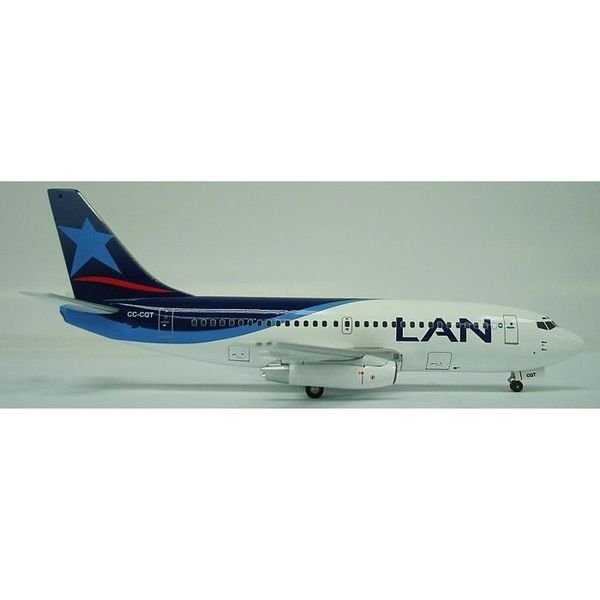 InFlight B737-200 LAN Chile New livery 1:200 with stand**o/p**