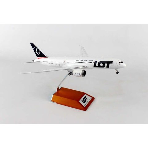B787-8 LOT Polish SP-LRD 1:200 with stand**o/p**