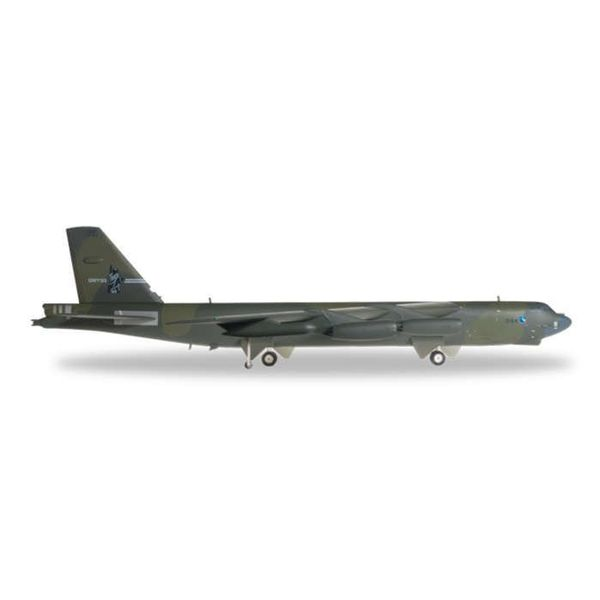 Herpa B52G Stratofortress 416 BW Griffiss AFB NY USAF 1:200 with stand