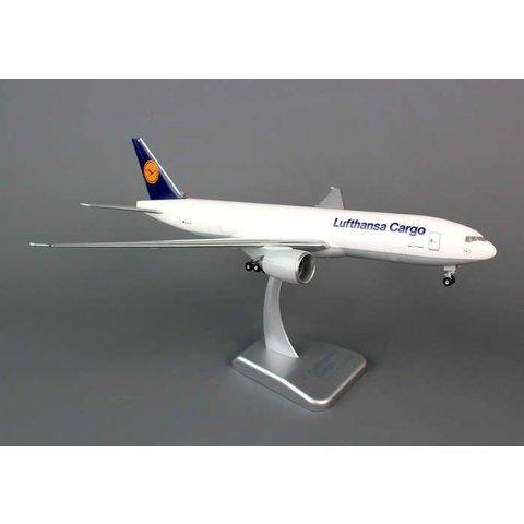 B777-200F Lufthansa 1:200 with gear+stand