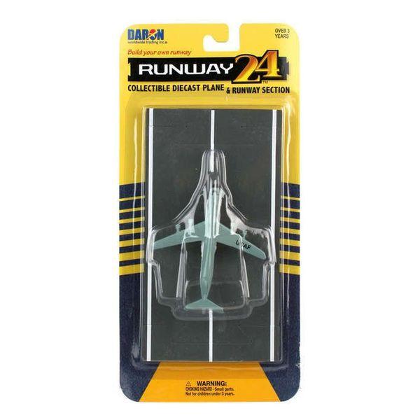 Runway 24 C5 Galaxy USAF Grey with runway section