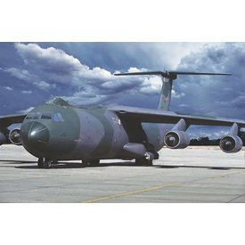 Roden RODEN C141B Starlifter USAF s/n 60128 1:144