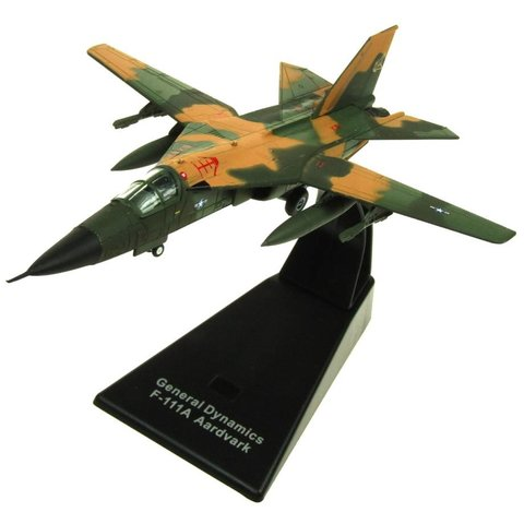 F111 Aardvark USAF camouflage Green/Tan 1:144 with stand