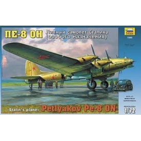 Zvesda PETLYAKOV PE8 STALIN'S W/FIG 1:72 Scale Kit