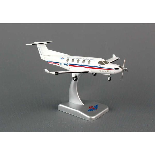 Hogan PC12 Royal Australia Flying Doctors VH-NWO 1:150 with stand