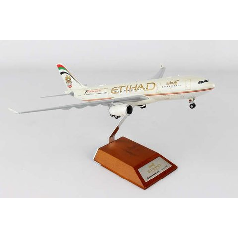 A330-200 Etihad old livery F1 A6-EYN 1:200 with stand