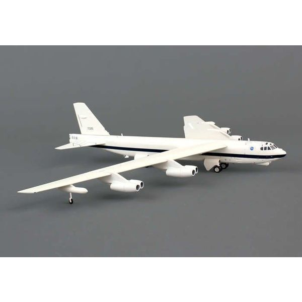 Herpa NB52H NASA Dryden Research Center 61-0025 1:200 with stand
