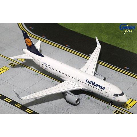 A320S Lufthansa D-AIZP sharklets 1:200 with stand