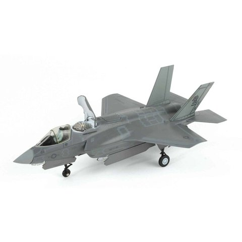 F35B Lightning II VMFA121 Green Knights USMC VK-02 1:72 with stand
