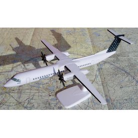 Lupa Aircraft Models Q400 porter 1:100 with stand (no gear)